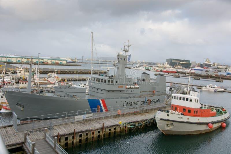 Navires à Reykjavik, près de musée maritime image stock