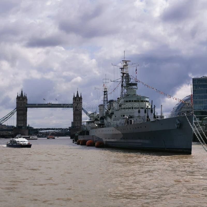 Navy Ship and London Tower Bridge arkivfoto