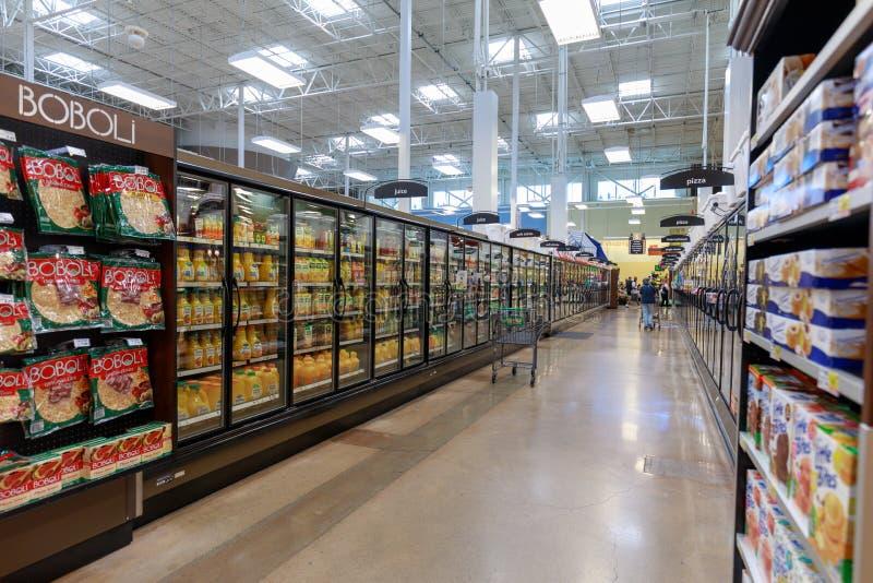 Nawa widok Fred Meyer, Inc , jest łańcuch hypermarket superstores w Portland, Oregon zdjęcia royalty free