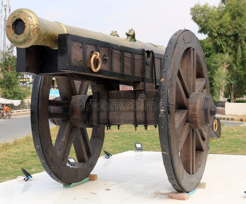 Nawab Bahawalpur działo na kołach dla wojny, Grodowy działo dla broni Antyczna Armatnia baryłka kasztel Antykwarscy działa na pis zdjęcie royalty free