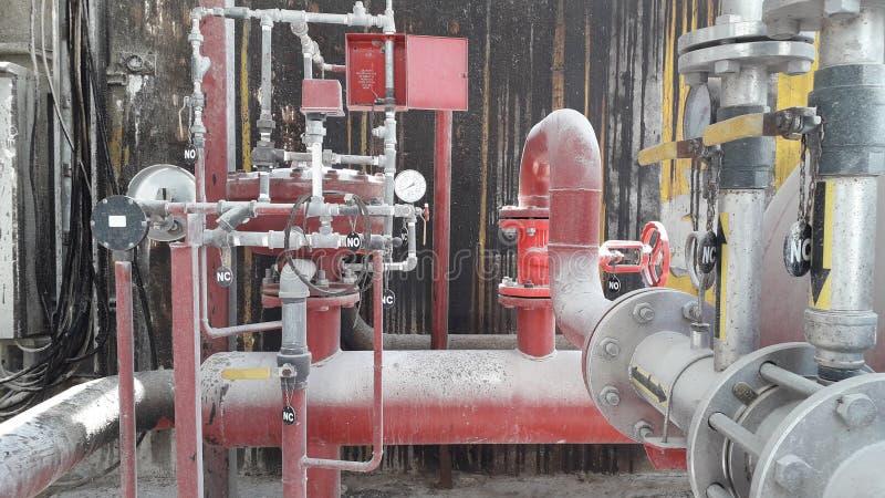 Nawadnia wyposażenie dla pożarniczego systemu ochronego w oleju napędowego magazynie i pieni się obraz stock