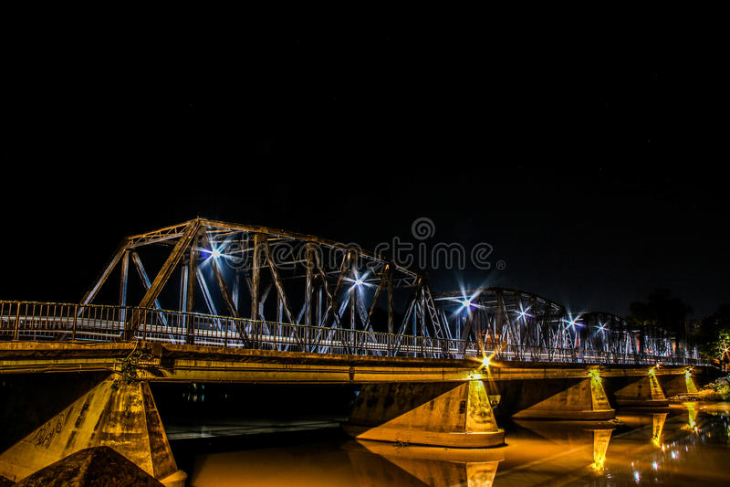 Nawarat-Brücke lizenzfreie stockbilder
