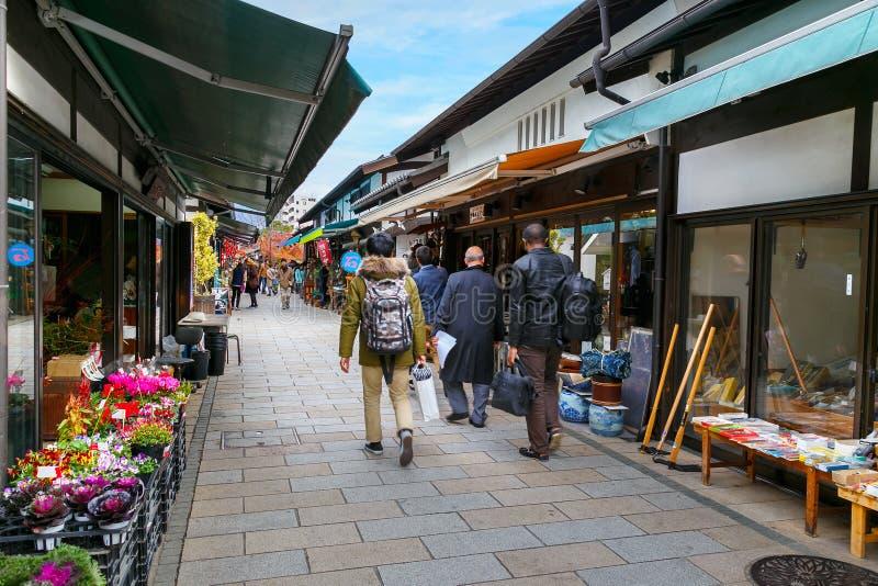 Nawate Dori Shopping Street in de Stad van Matsumoto stock afbeelding
