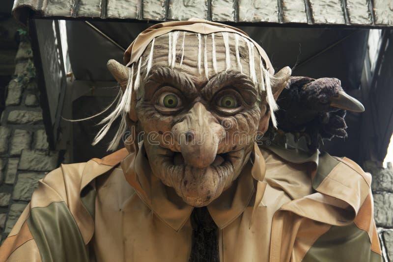 Nawiedzająca domowa czarownica przy jarmarkiem zdjęcia royalty free