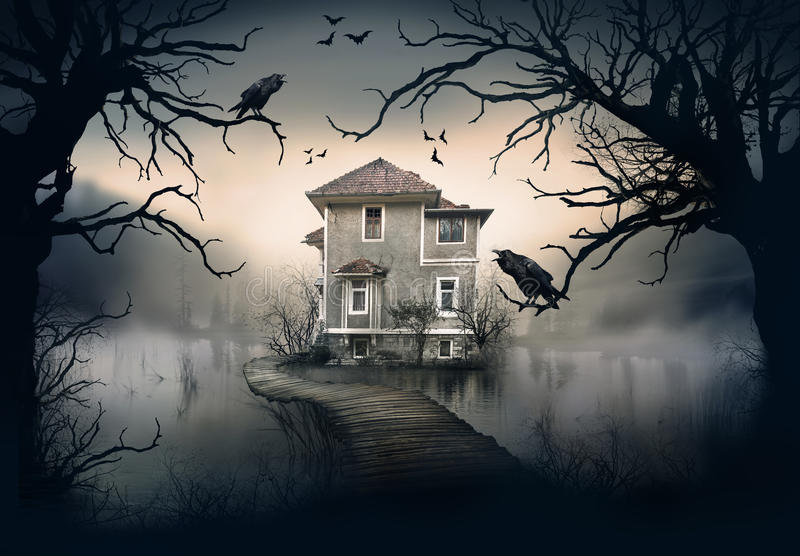 Nawiedzający dom na jeziorze zdjęcia royalty free