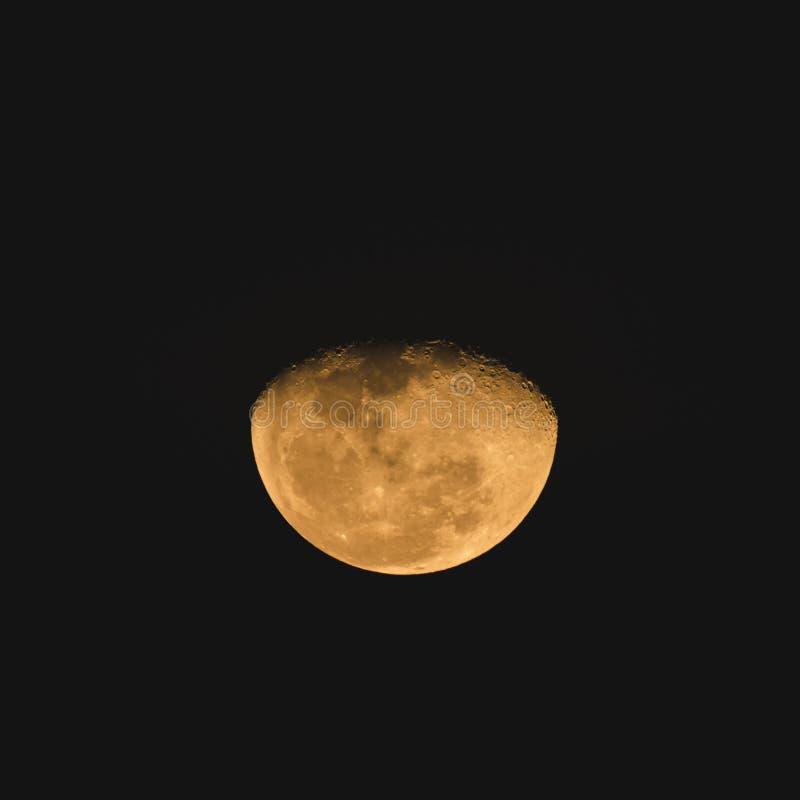 Nawoskować wielką księżyc z ciemnym tłem obraz royalty free