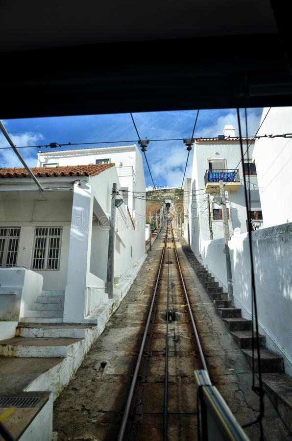 Nazaré ist populäre Badeorte in Portugal lizenzfreie stockfotos