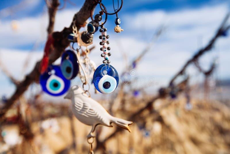 Nazar berlock som av avvärjer det onda ögat, på filialerna royaltyfri fotografi