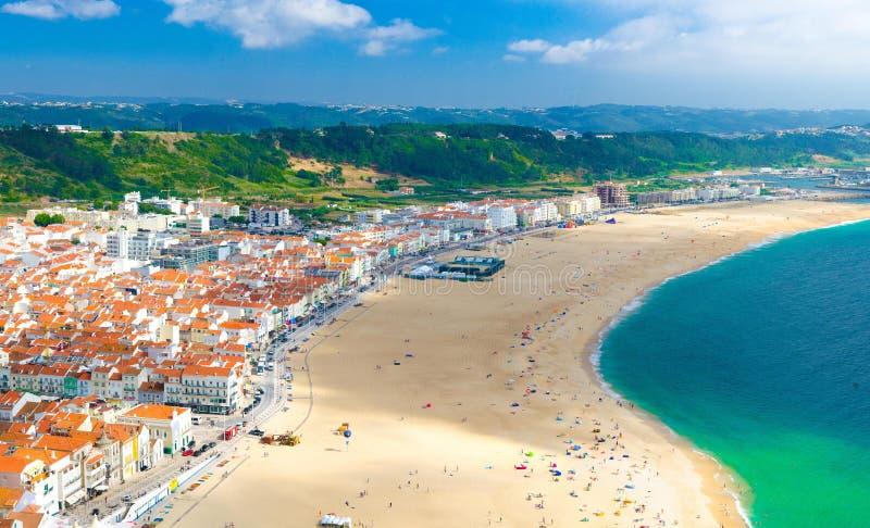 Nazare市,大西洋海岸,葡萄牙空中全景  库存图片