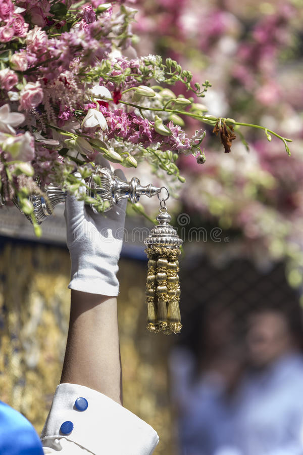 Nazarene que vai com a mão no manigueta o trono dentro imagens de stock royalty free