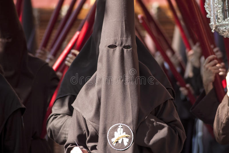Nazarenes en la fraternidad de la buena orden, Pascua en Sevilla foto de archivo
