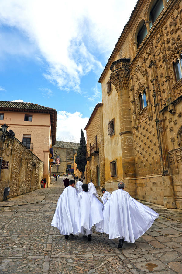 Nazareni, settimana santa a Baeza, provincia di Jaen, Andalusia, Spagna fotografie stock libere da diritti