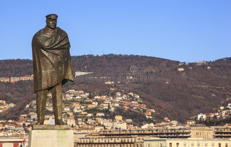Nazario Sauro纪念碑在的里雅斯特,意大利 免版税库存照片