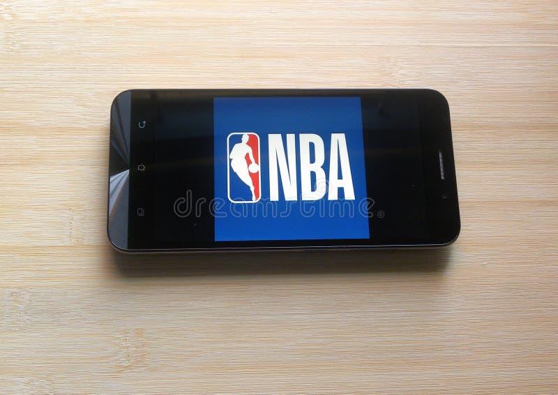 NBA-App auf Smartphone lizenzfreie stockfotografie