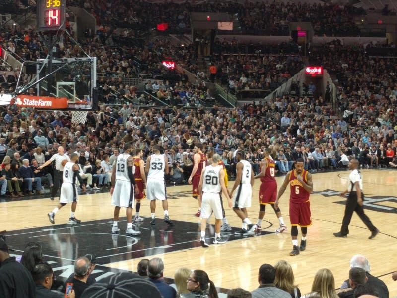 NBA-leken sporrar vs Cavs royaltyfri foto