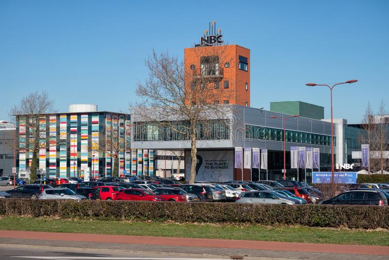 NBC do centro de conferência com lugar de estacionamento em Nieuwegein, os Países Baixos imagens de stock