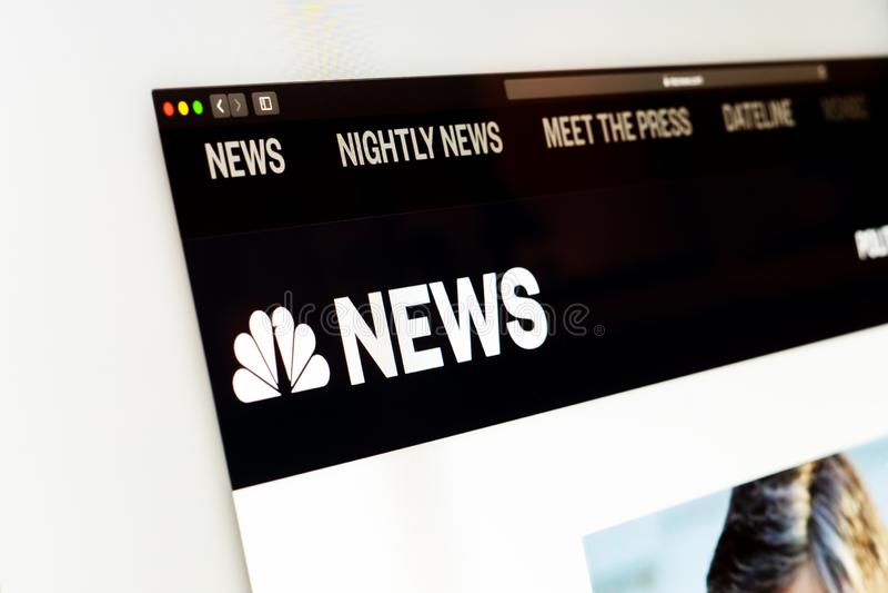 NBC News-websitehomepage Sluit omhoog van NBC News-kanaalembleem royalty-vrije stock foto