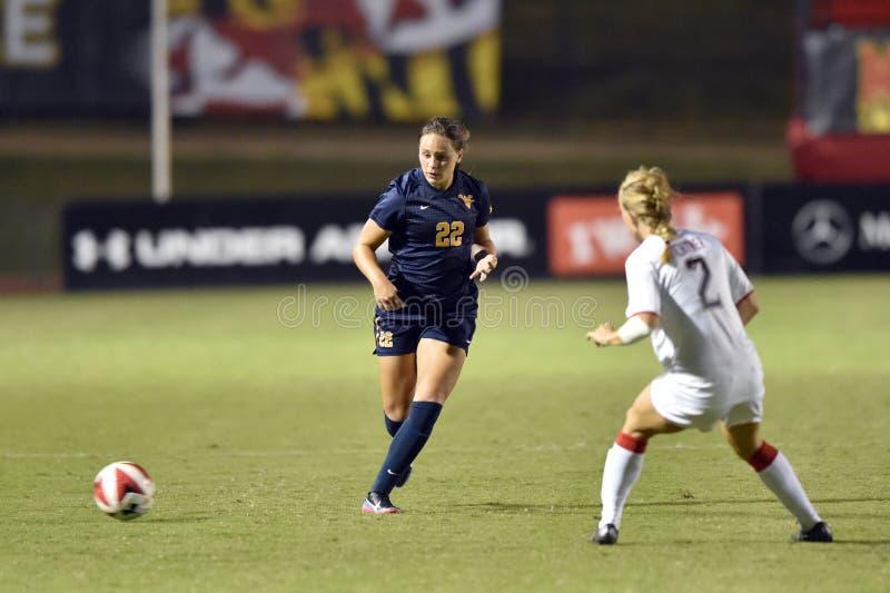 2015 NCAA女子的足球- WVU马里兰 免版税库存照片