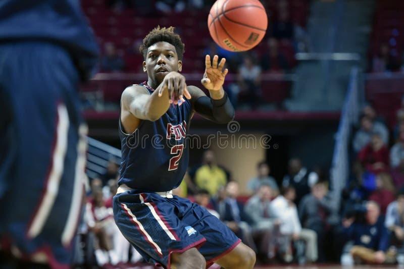 2015 NCAA het Basketbal van Mensen - FDU bij Tempel stock fotografie