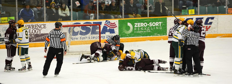 Ncaa-ishockeylek i den Clarkson universitetar fotografering för bildbyråer