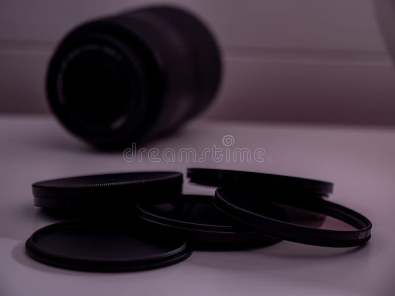 Nd filtern mit Kameraobjektiv im Blaulichtgraufilter lizenzfreies stockbild