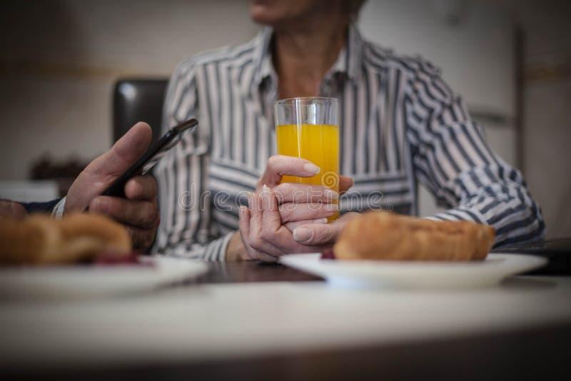 Nd-Trinken der gesunden Ernährung a lizenzfreies stockbild