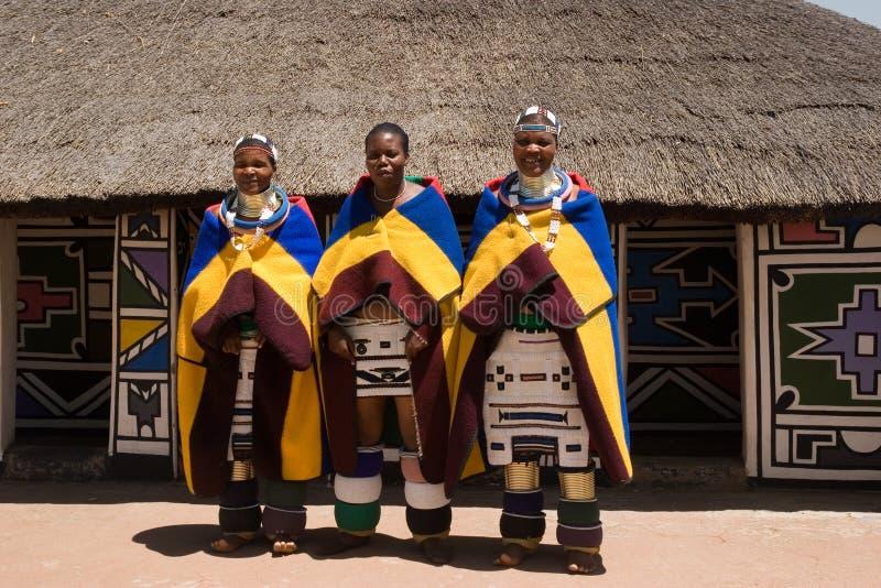 Ndebele Frauen stockfotografie