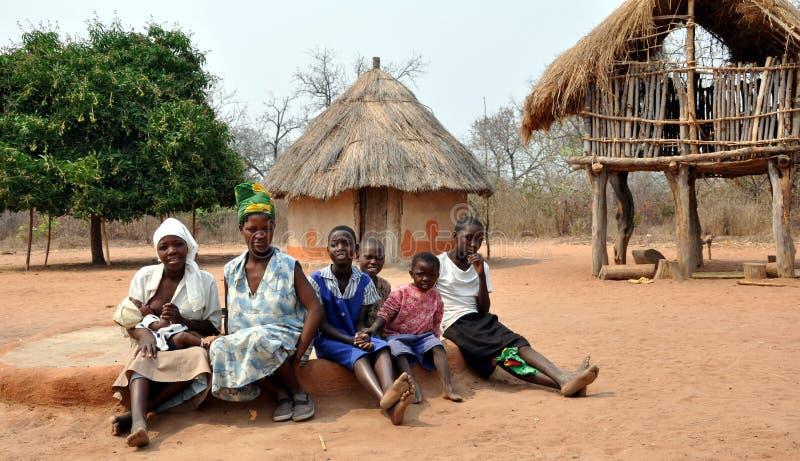 Ndebelevrouwen en Meisjes, Gokwe-het Noorden, Zimbabwe royalty-vrije stock foto