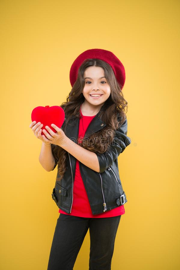 Ne jouez pas avec mon coeur C?l?brez le jour de valentines D?cor de vacances Concept d'amour Jouet mignon de coeur d'exposition d photos libres de droits