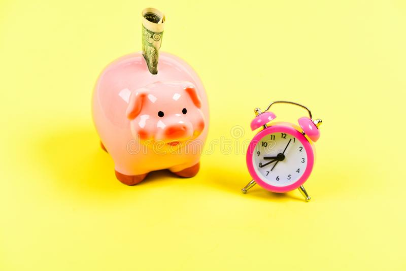 Ne manquez pas votre occasion succès dans le commerce de finances Le temps, c'est de l'argent Augmentation de budget d'économie D images stock
