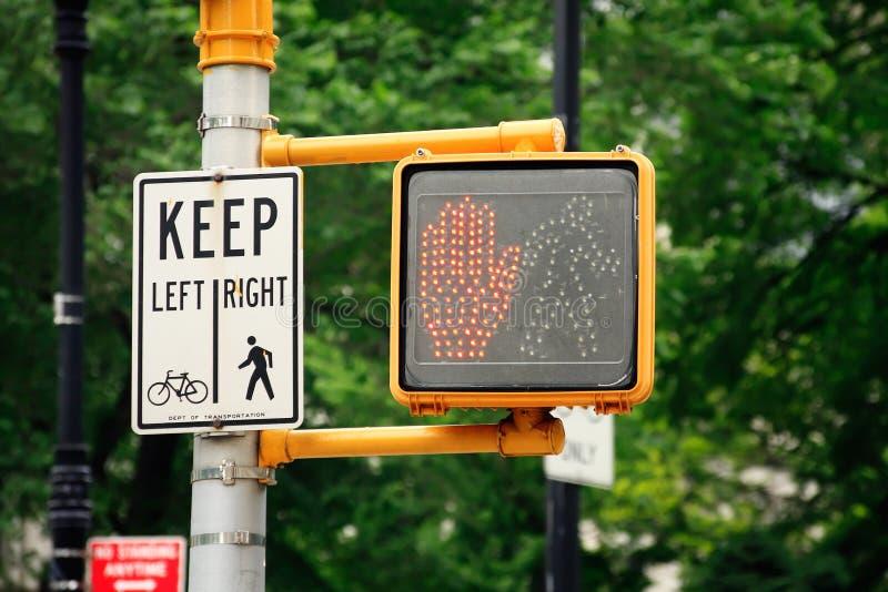 Ne marchent pas le feu de signalisation image stock