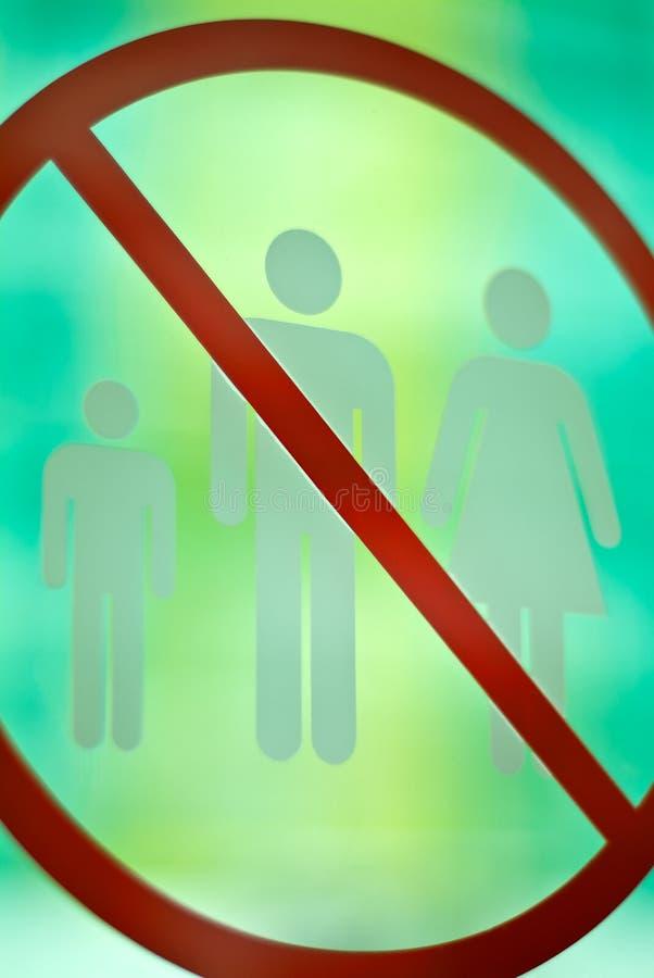 Ne signez aucune entrée pour les hommes, les femmes et les enfants image stock