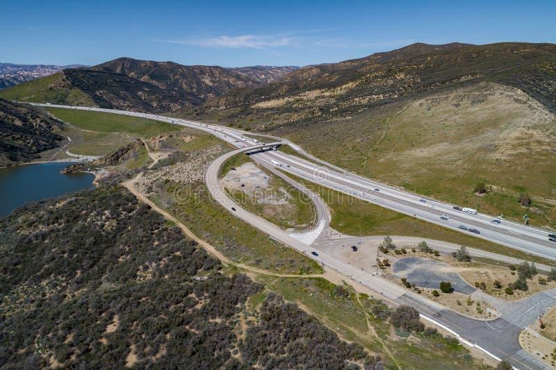 Nea da estrada o lago pyramid em Califórnia do sul foto de stock royalty free