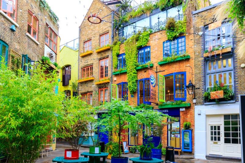 Neal' yarda de s, un pequeño callejón en London' jardín de s Covent fotografía de archivo libre de regalías