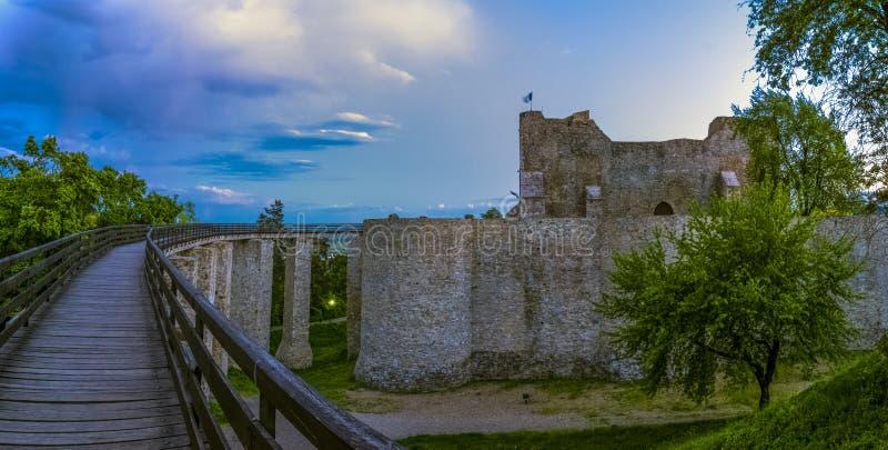 Download Neamt堡垒,罗马尼亚 库存图片. 图片 包括有 地标, 石头, 堡垒, 天空, 欧洲, 城堡, 有历史 - 72368377
