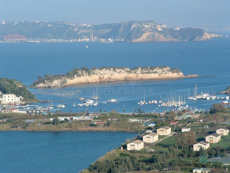 Download Neapolu brzegu na północ zdjęcie stock. Obraz złożonej z łódź - 132574