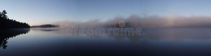 Nebbia di panorama fotografie stock