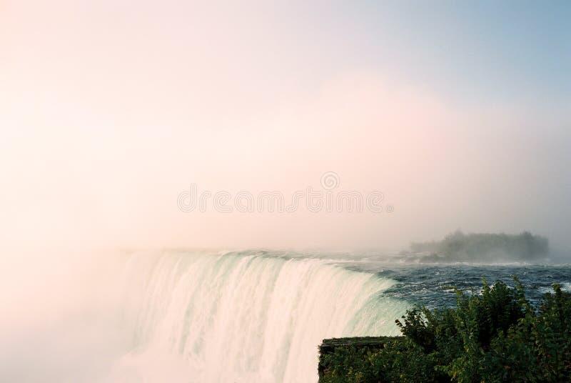 Nebbia e foschia di cascate del Niagara immagini stock libere da diritti