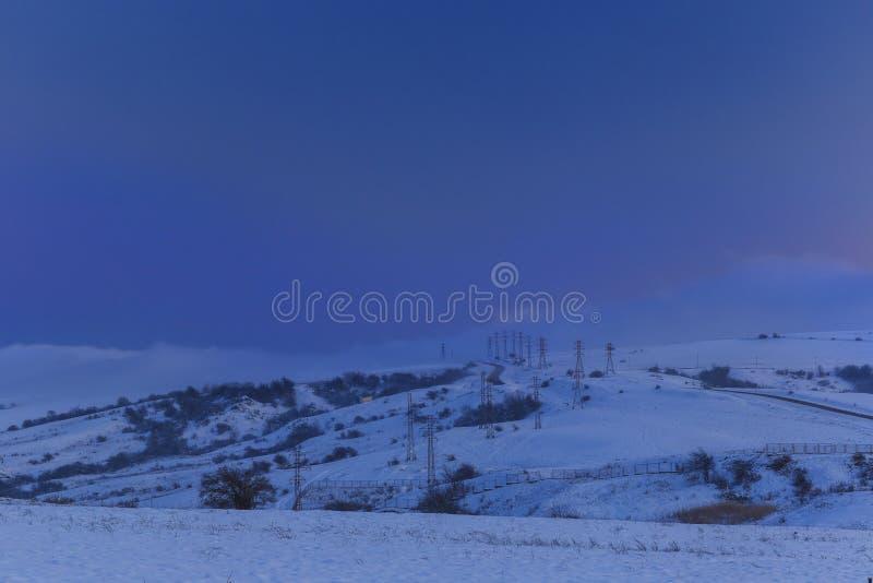 Nebbia imminente nelle montagne fotografia stock