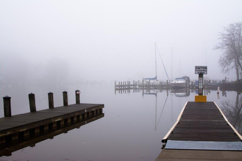 Nebbia su acqua immagine stock libera da diritti