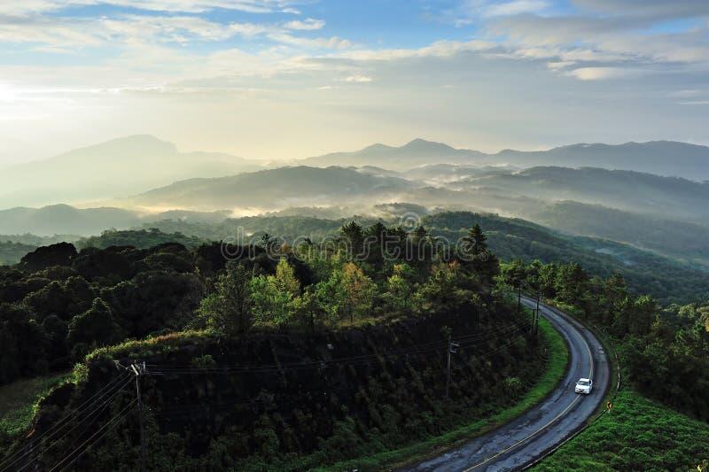 Nebbia sulla montagna immagine stock libera da diritti