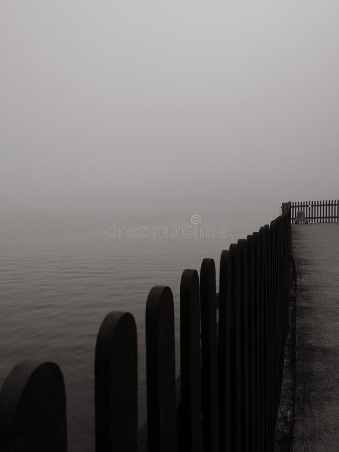Nebel cometh lizenzfreie stockfotografie