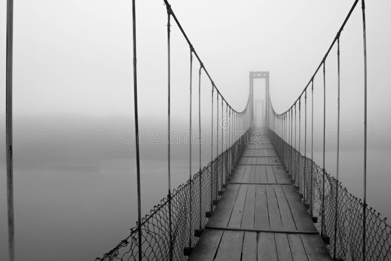 Nebel hergestellt auf einer Brücke lizenzfreies stockbild