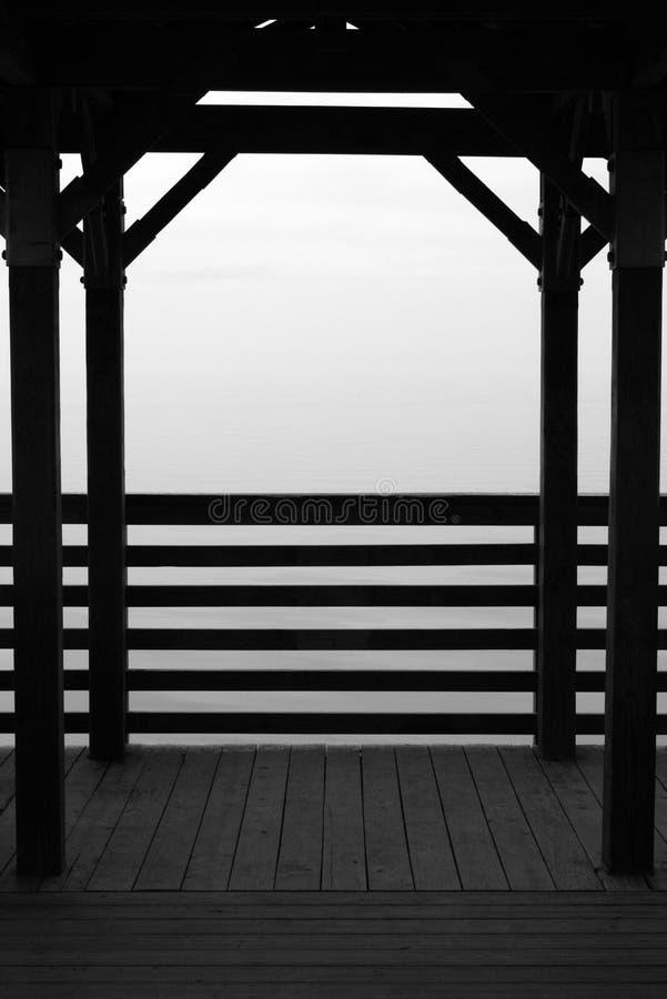 Nebel versenkte Dock stockfoto