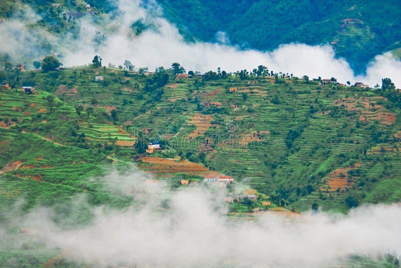Nebelhafte tibetanische Landschaft stockbilder