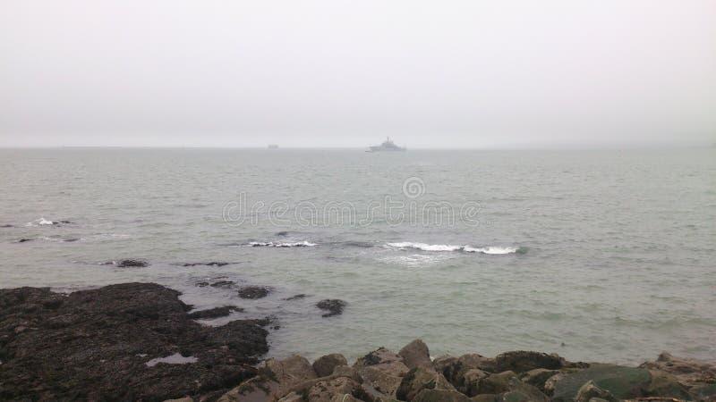 Nebelhaftes Meer lizenzfreie stockbilder