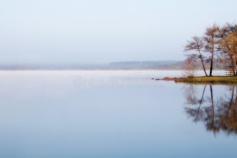 Nebelhaftes Wasser lizenzfreie stockfotografie