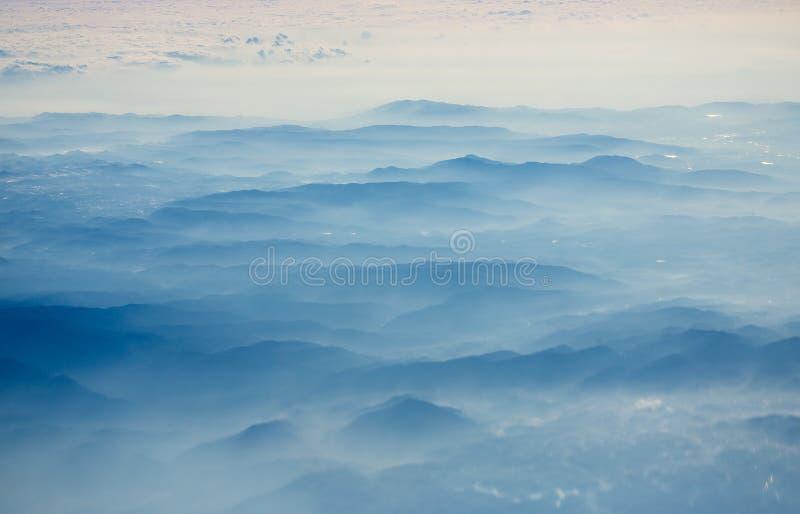 Nebelige Berge in Vietnam stockfotos