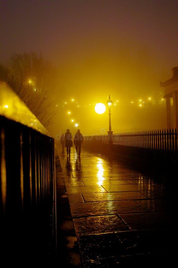 Nebelige Nacht Edinburgh stockbilder