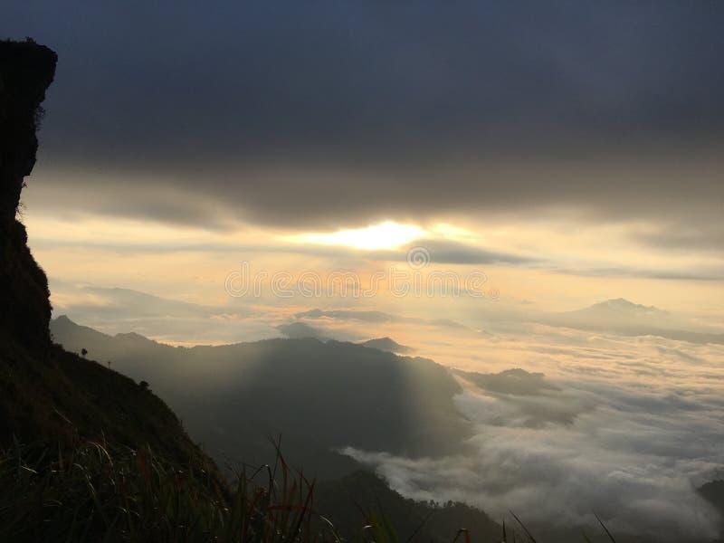 Nebelige Wolke lizenzfreies stockfoto